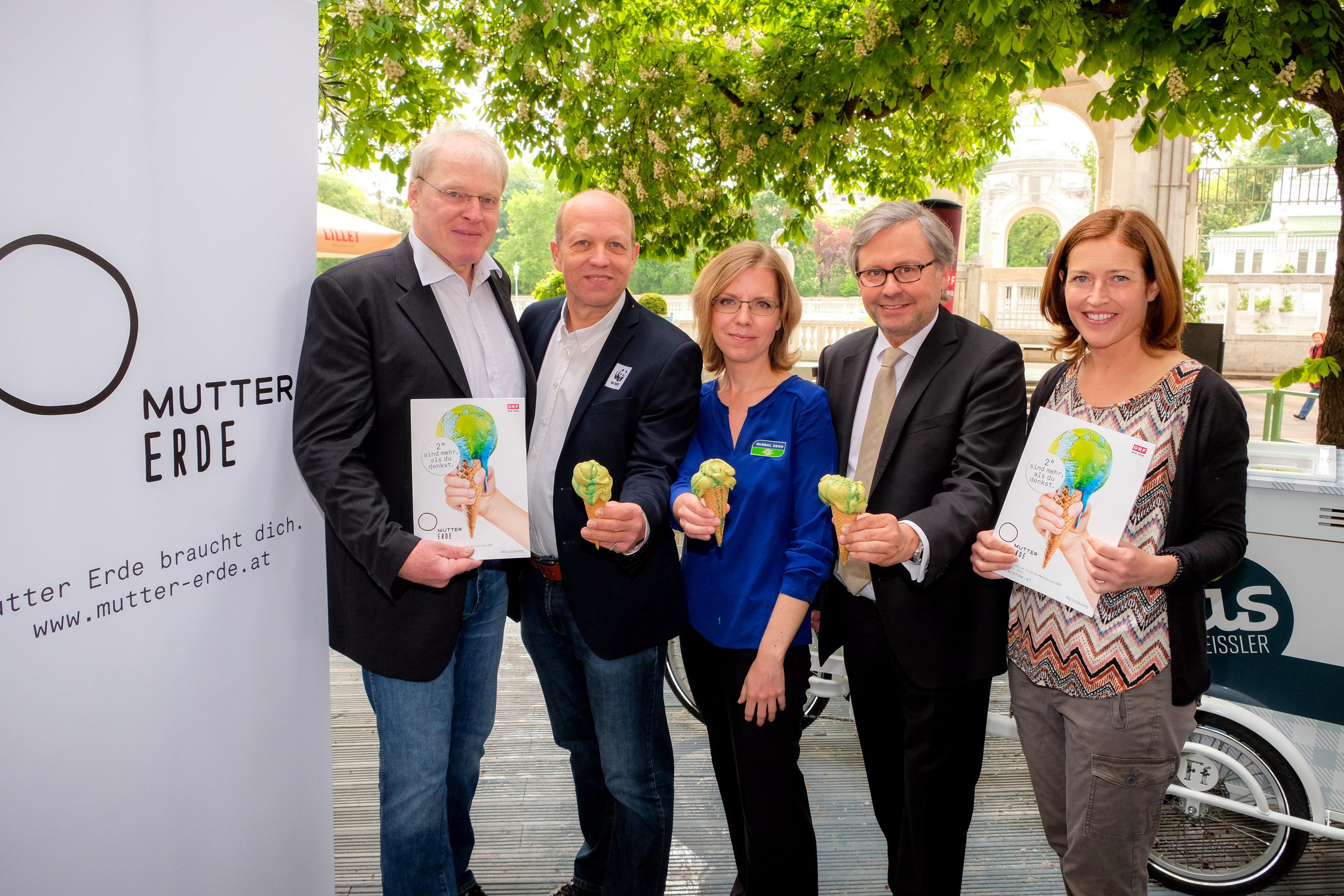 2° sind mehr, als du denkst: ORF-MUTTER ERDE - von links nach rechts: Mag. Alexander Egit - Greenpeace, Karl Schellmann - WWF Klimaexperte, Leonore Gewessler - GLOBAL 2000, Dr. Alexander Wrabetz - ORF, DI Dr. Hildegard Aichberger - MUTTER ERDE